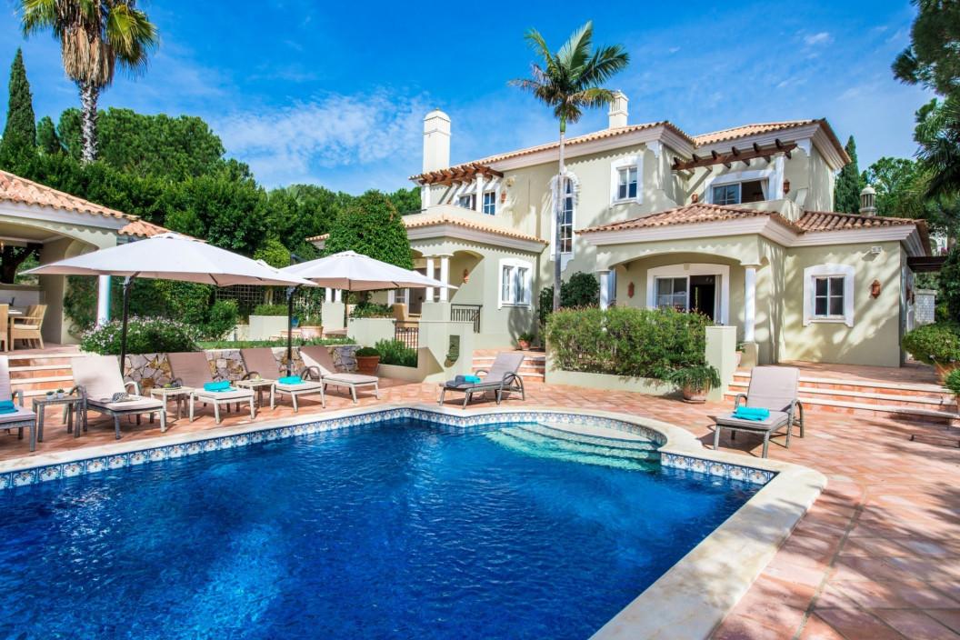 Luxury 4 Bedroom Villa in Pinheiros Altos