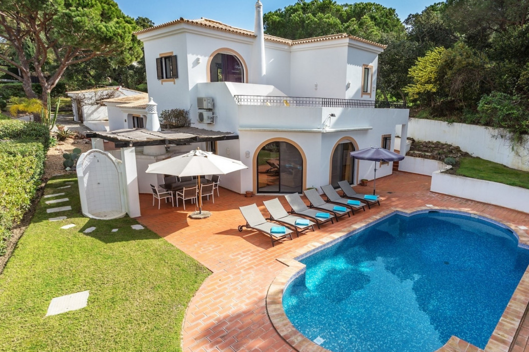 Modern 4 Bedroom Villa with Private Swimming Pool