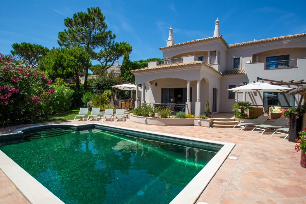 Large Modern 4 Bedroom Villa with Private Pool
