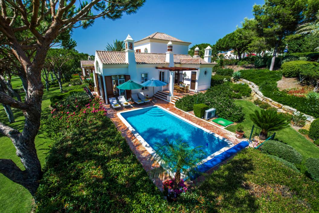 Traditional 4 Bedroom Villa in Pinheiros Altos