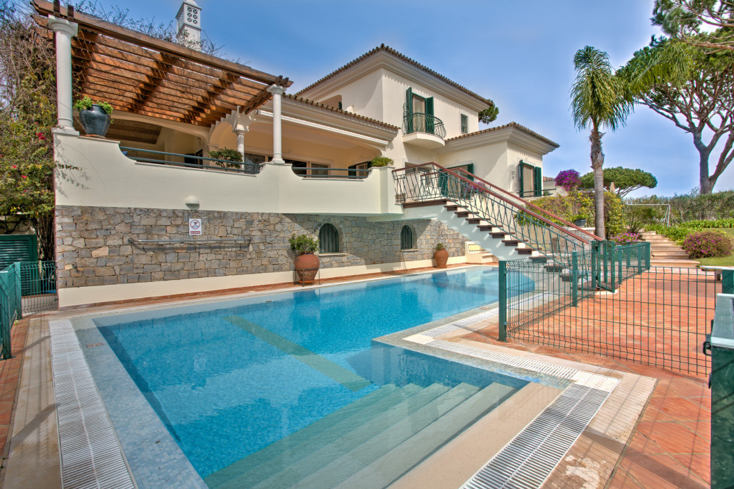 Traditional 5 Bedroom Villa with Private Pool