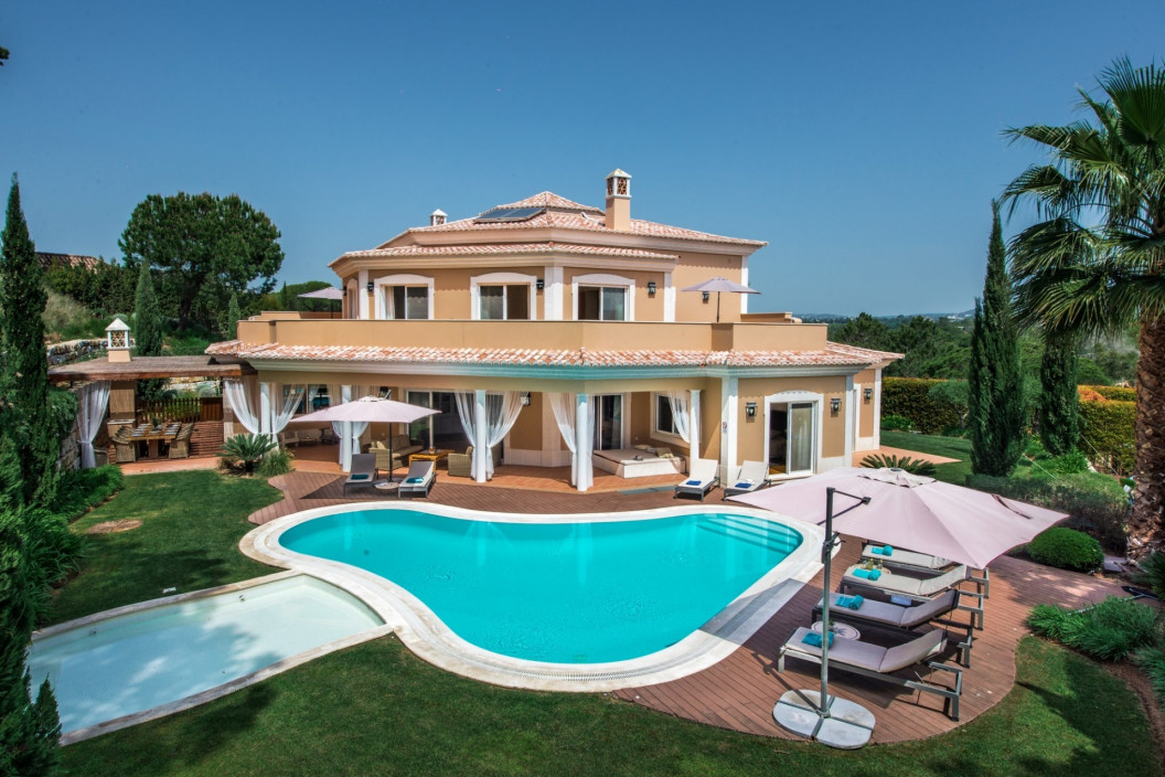 Traditional 6 Bedroom Villa with Games Room & Large Private Pool
