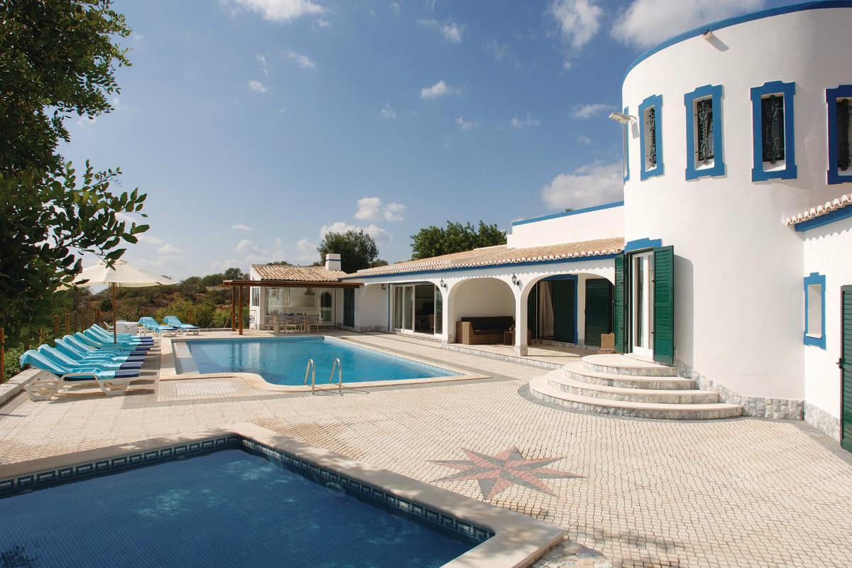 Moorish Themed 5 Bedroom Villa with Private Pool & Tennis Court