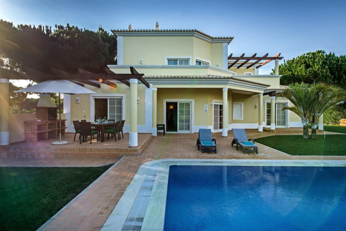 Traditional & Stylish 4 Bedroom Villa with Large Private Pool