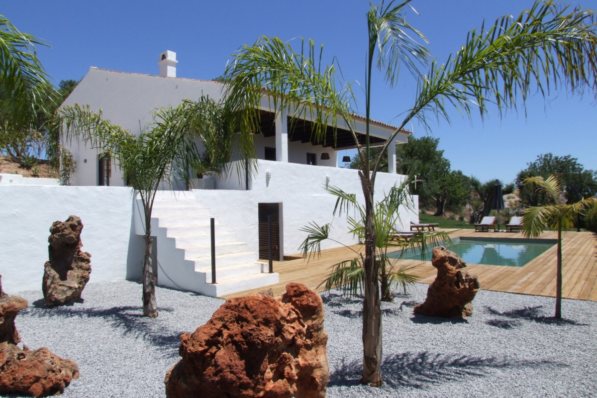 Modern 4 Bedroom Farmhouse with Sea Views & Private Pool