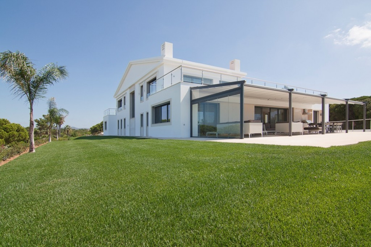 Modern  5 Bedroom Villa with Private Pool, Games Room & Views of the Ria Formosa