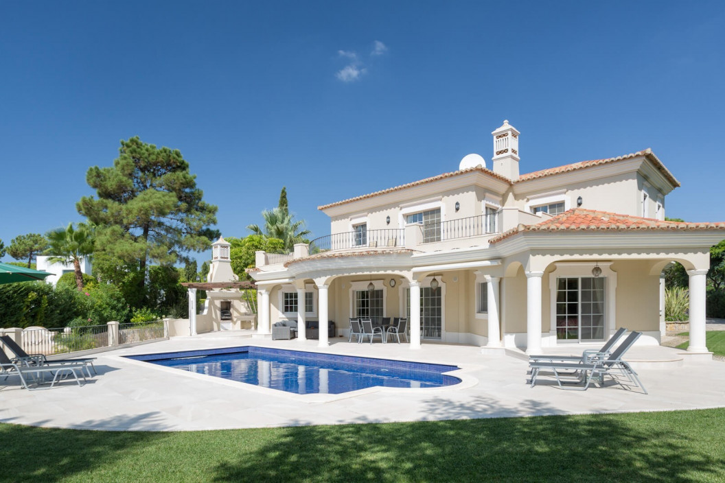 Modernised Traditional 5 Bedroom Villa with Sauna, Private Pool & Golf Views