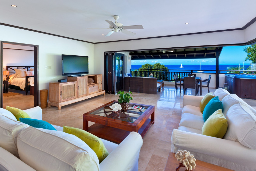 3 Bedroom Penthouse with Jacuzzi and Sea Views