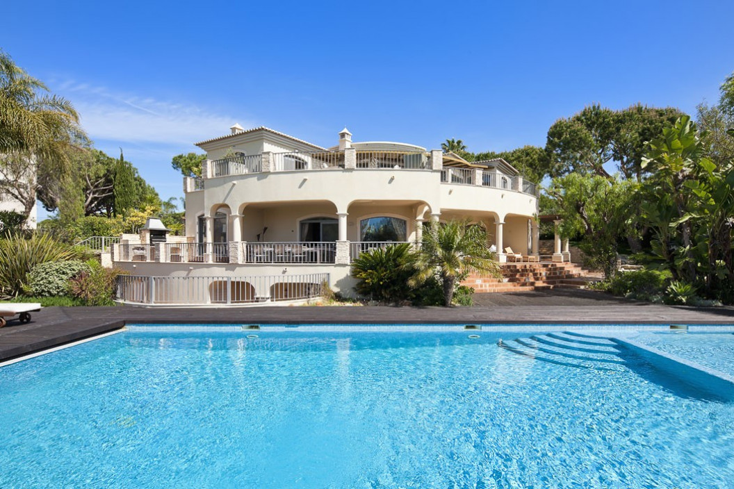 Newly Refurbished 6 Bedroom Villa with Large Pool