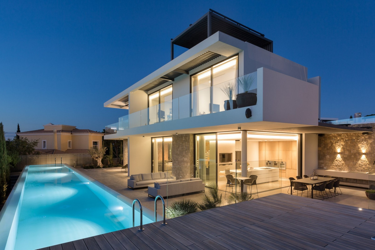Modern 4 Bedroom Villa with Two Swimming