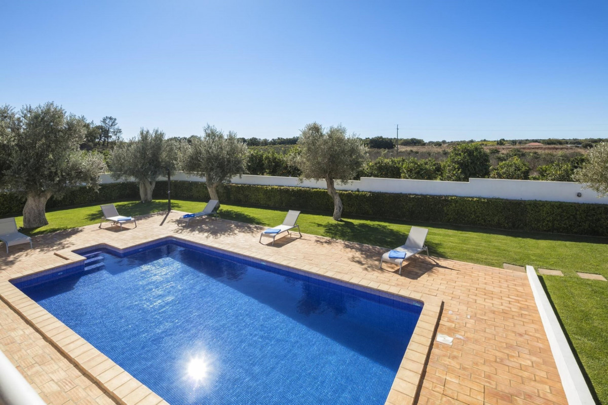 4 Bedroom Farmhouse with Play area & Private Pool