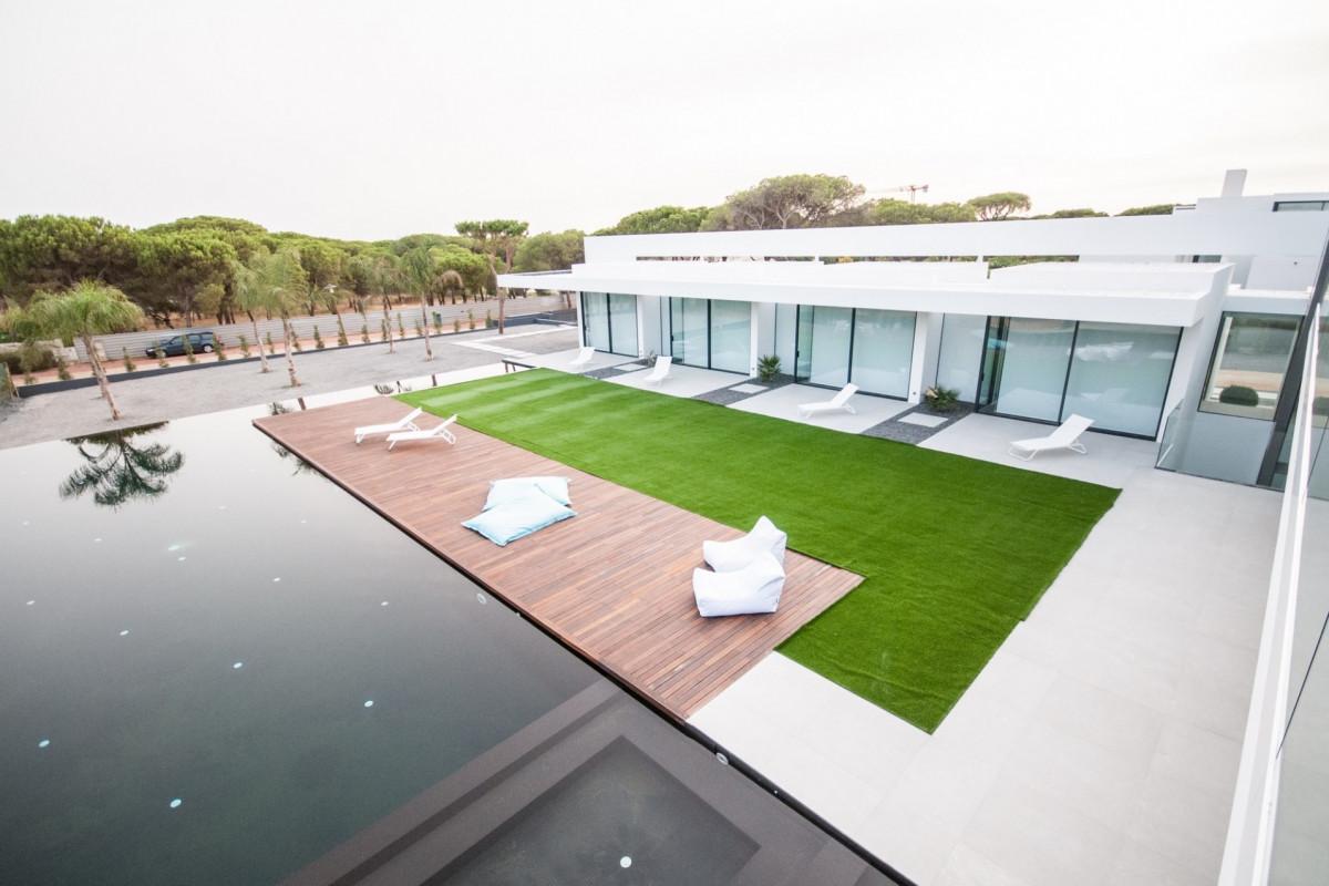 6 Bedroom Modern Villa with Infinity pool