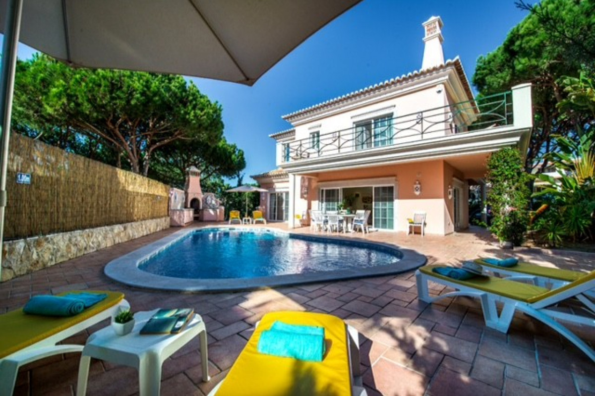 Traditional 5 Bedroom Villa with Private Pool & Games Room