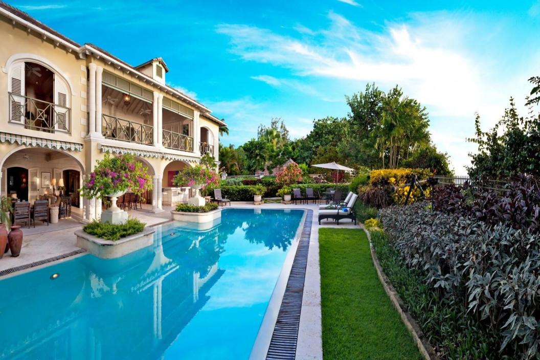 4 Bedroom Beachfront Villa with Private Pool & Garden
