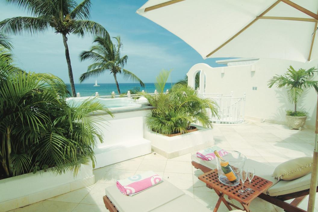 2 Bedroom Condo with Sea Views and Jacuzzi