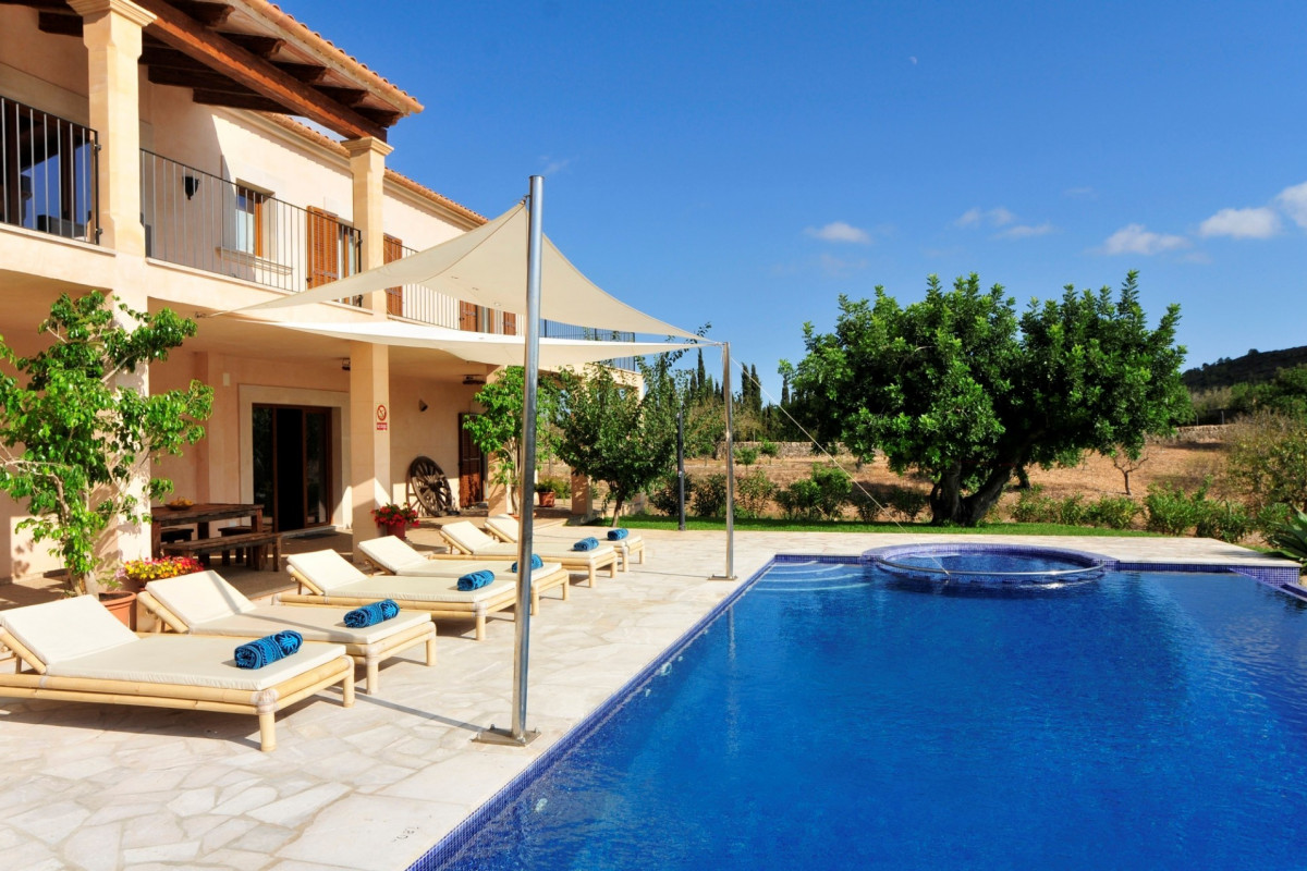 5 Bedroom Villa with Private Pool, Jacuzzi & Table Tennis
