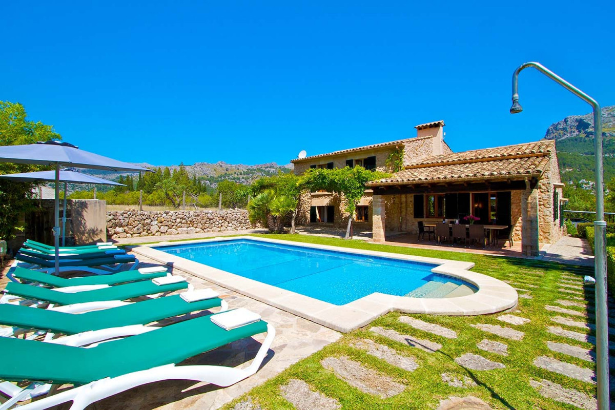 Stunning 4 Bedroom Traditional Villa with Private Pool