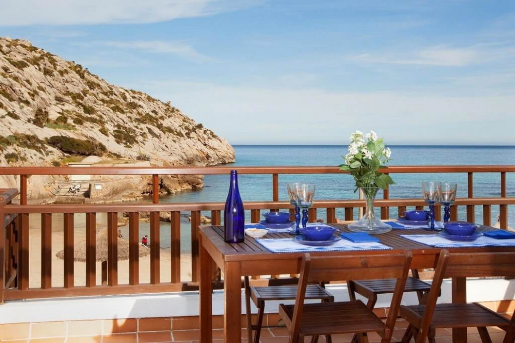 Traditional 2 Bedroom Villa with Sea Views & Walking Distance to Beach