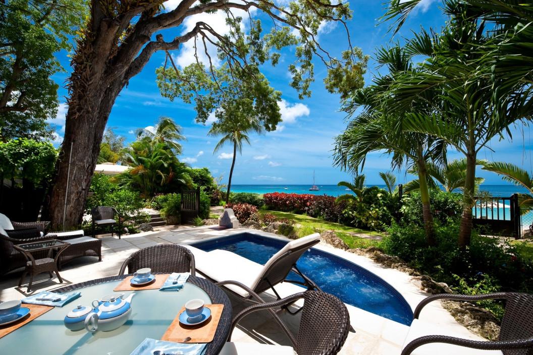 Luxury 2 Bedroom Apartment with Sea Views & Plunge Pool