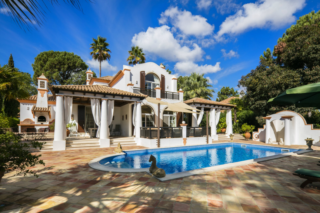 Traditional 4 Bedroom Villa with Golf Views & Private Pool