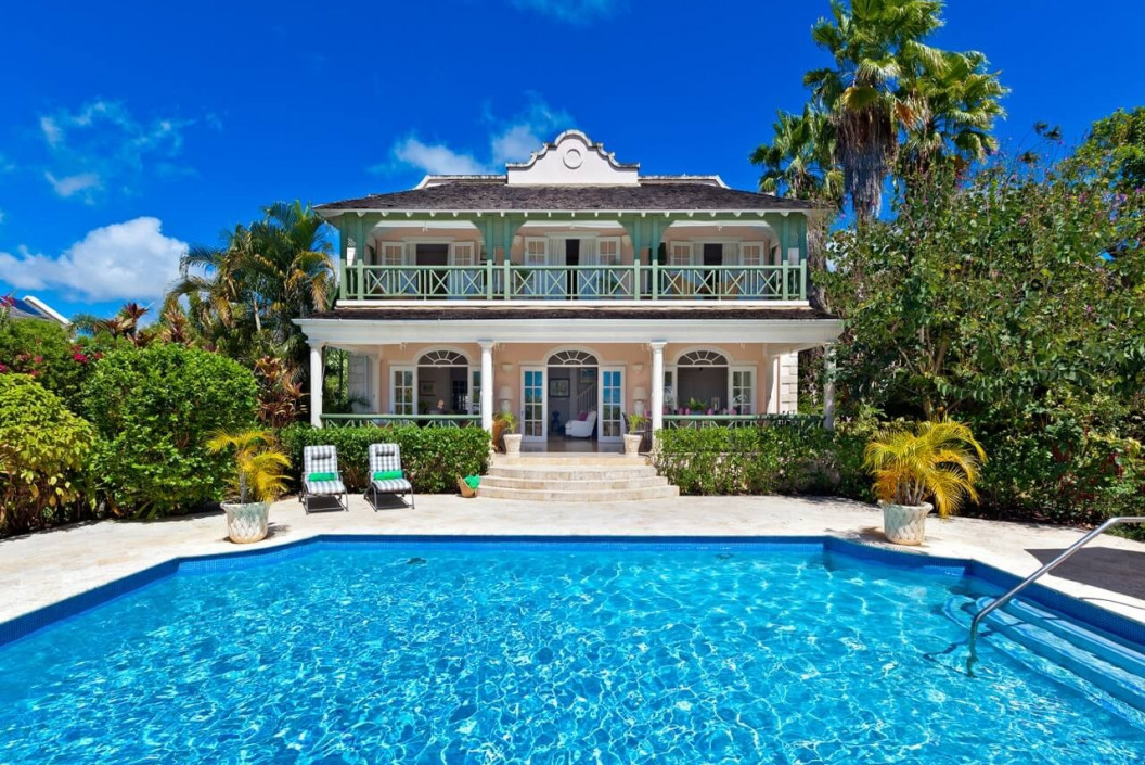 4 Bedroom Villa with Large Swimming Pool, Gym & Garden