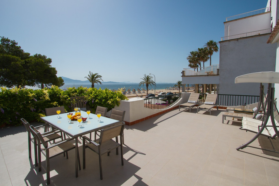 Spacious 5 Bedroom Villa on the Sea Front with Private Pool