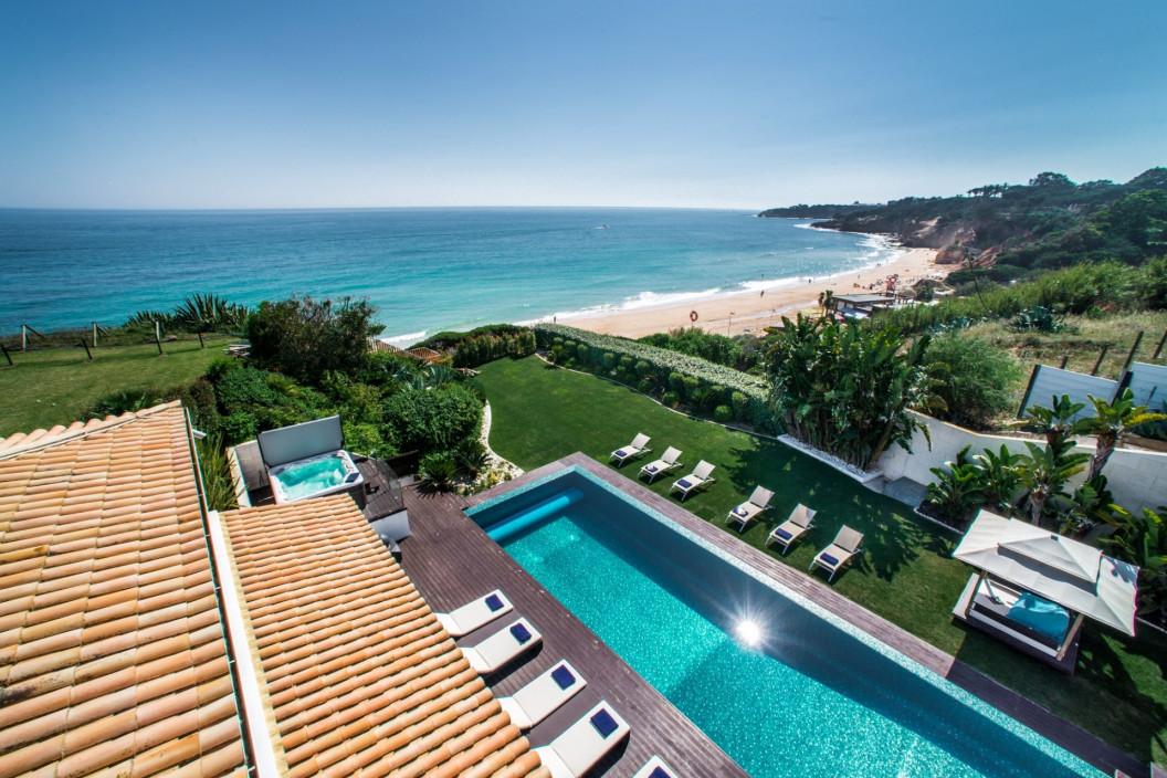 Modern 8 Bedroom Villa with Infinity Pool & Sea Views