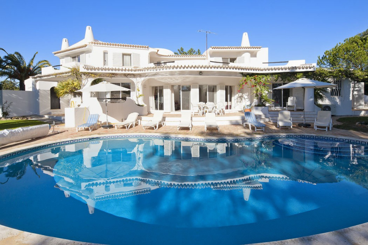 Traditional 5 Bedroom Private Villa with Own Swimming Pool