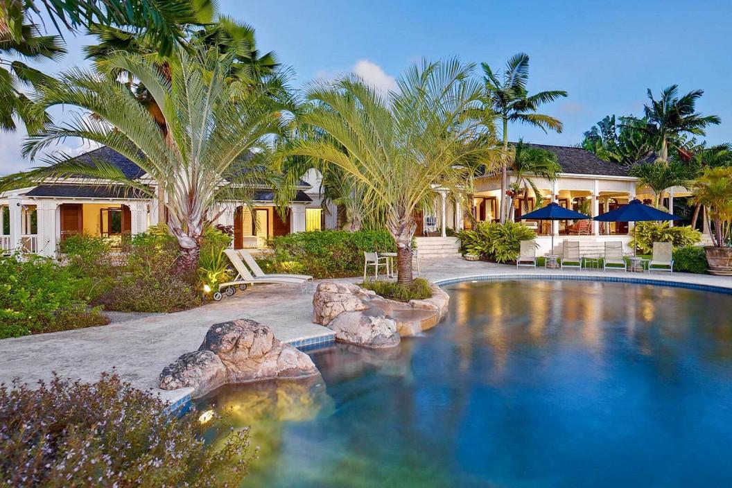 6 Bedroom Villa with Garden & Infinity Pool with Slide