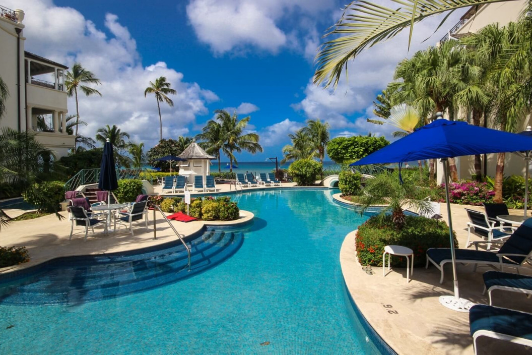 3 Bedroom Beachfront Apartment with Pool & Gym