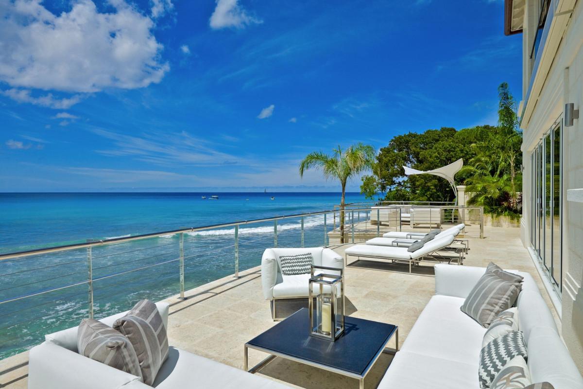 Modern 6 Bedroom Beachfront Villa with Gym & Cinema