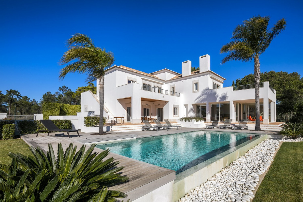 4 Bedroom Modern Villa with Large Pool