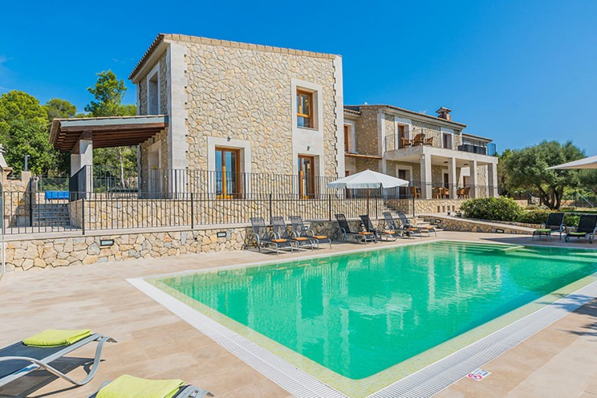 6 Bedroom Villa with Private Pool and Table Tennis