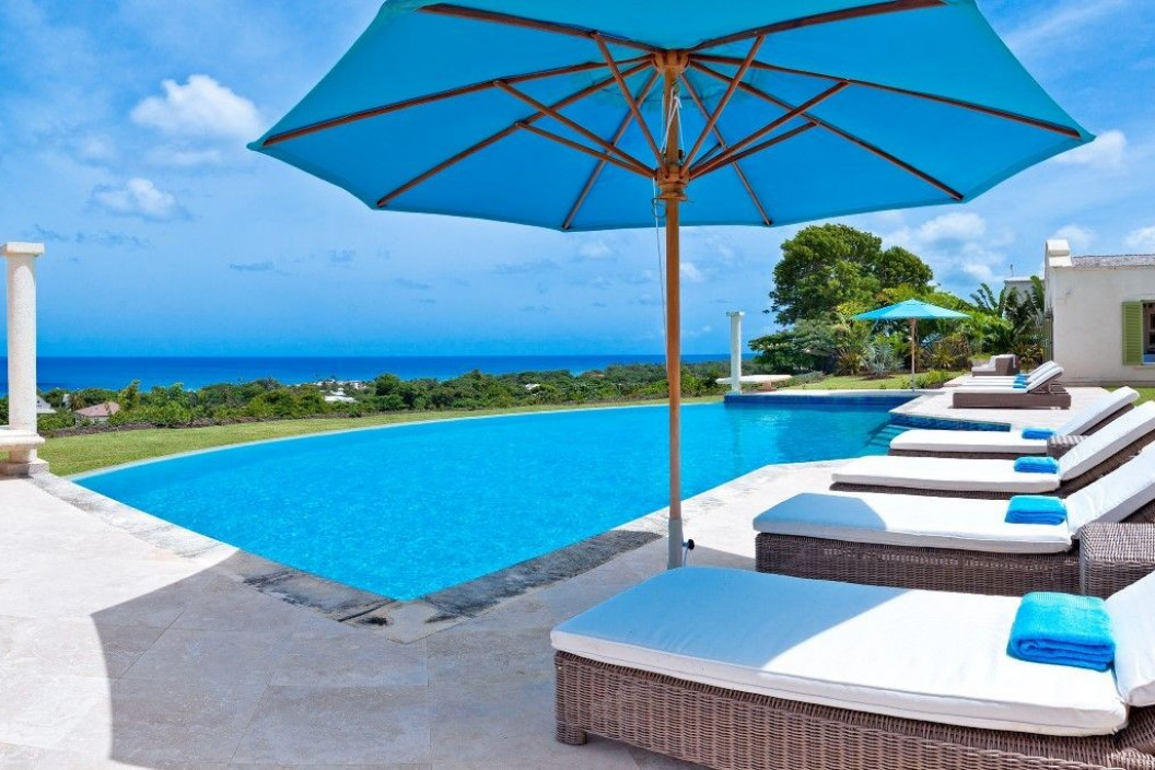4 Bedroom Villa with Infinity Pool and Sea Views