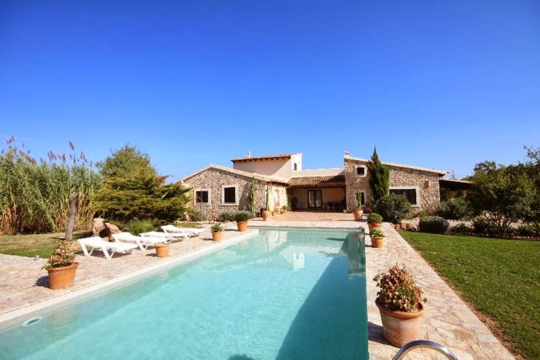 Traditional 6 Bedroom Villa with Annexe, Large Private Pool & Mountain Views