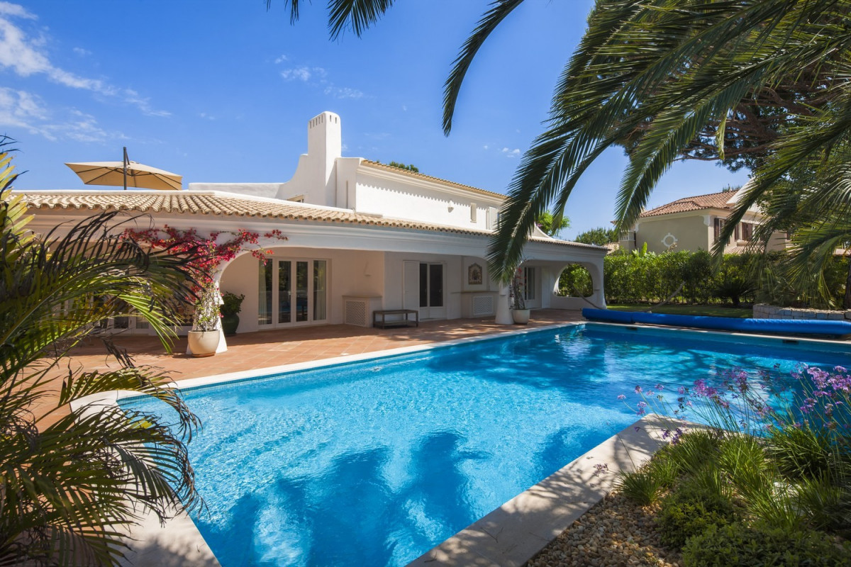 4 Bedroom Villa | in Quinta do Lago | with Large Pool & Golf Course Views