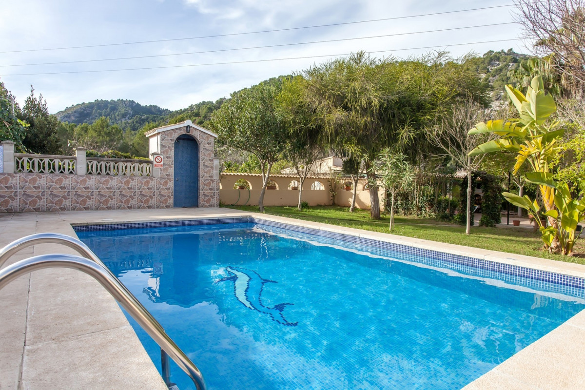 Traditional 3 Bedroom Villa with Private Pool & Games Room