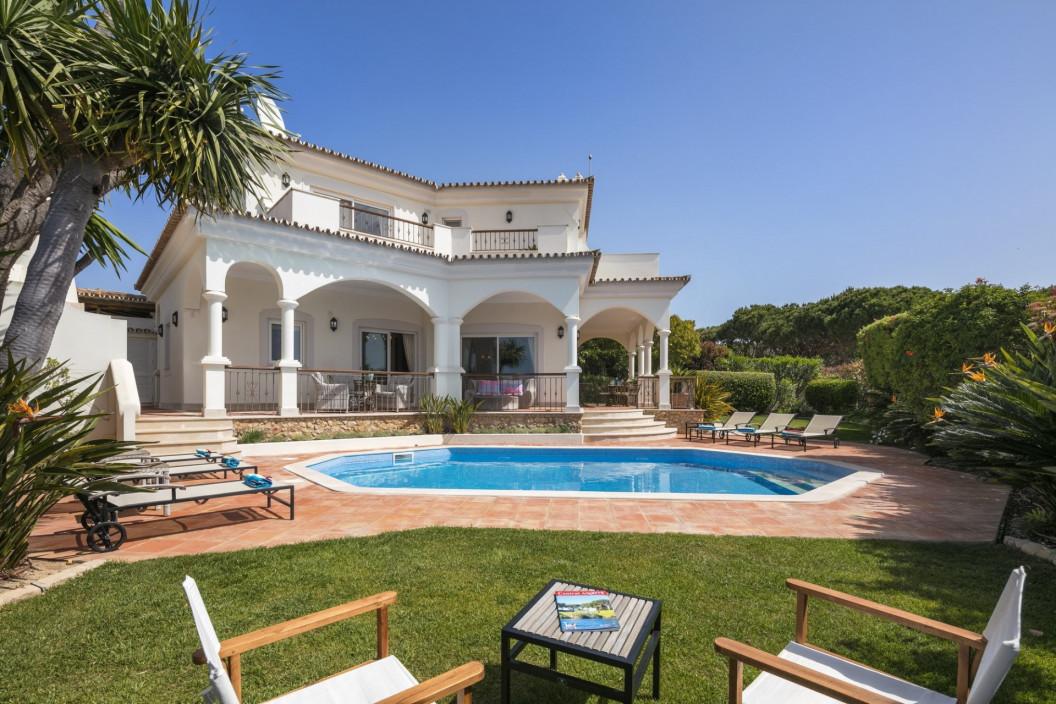 3 Bedroom Villa | in Pinheiros Altos | Near Golf Course and Private Pool