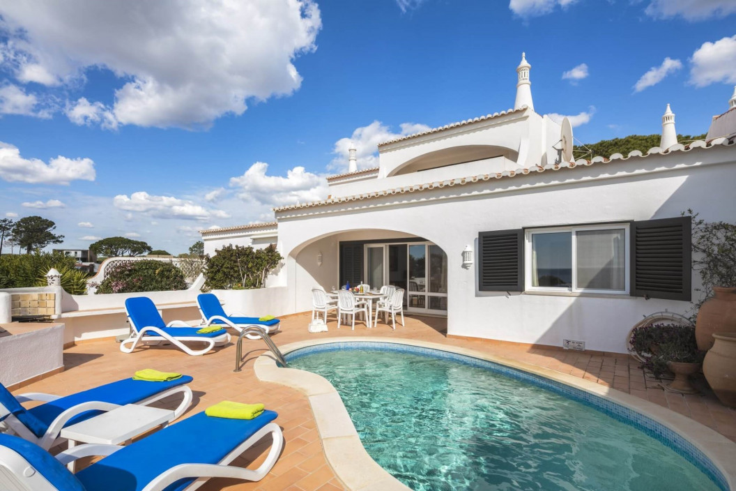 Traditional 3 Bedroom Villa with Private Pool & Ocean Views