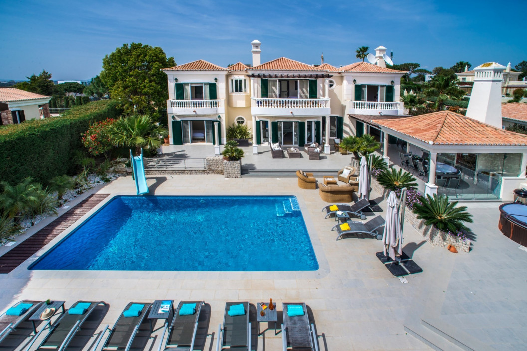 Large Modern 4 Bedroom Villa with Private Pool & Golf Views