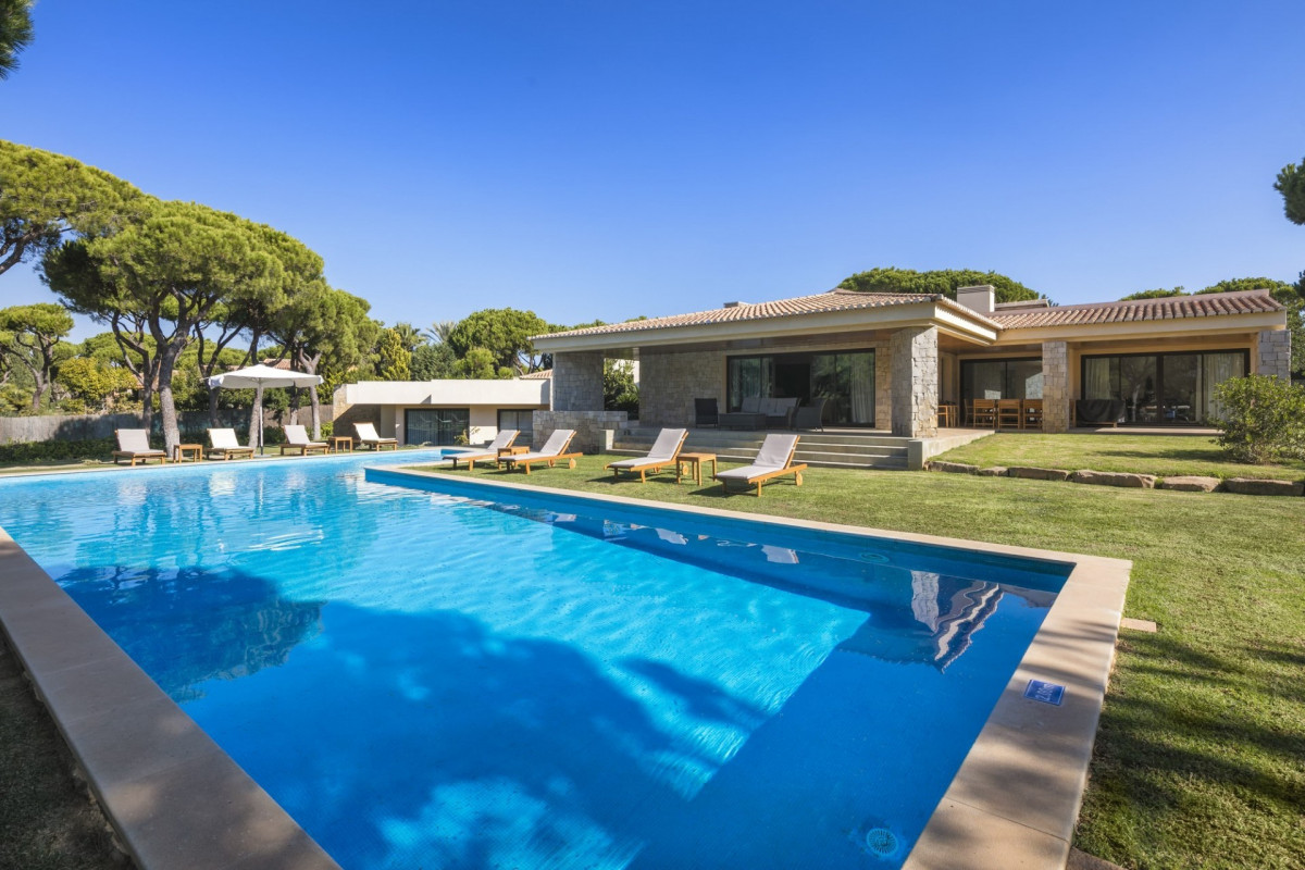 Modern 5 Bedroom Villa with Large Pool
