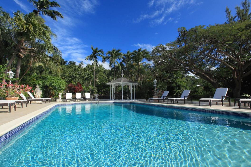 6 Bedroom Villa with Large Pool, Bar & Garden