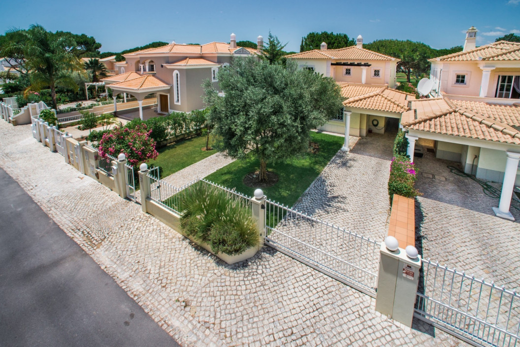 Traditional 4 Bedroom Villa with Private Pool