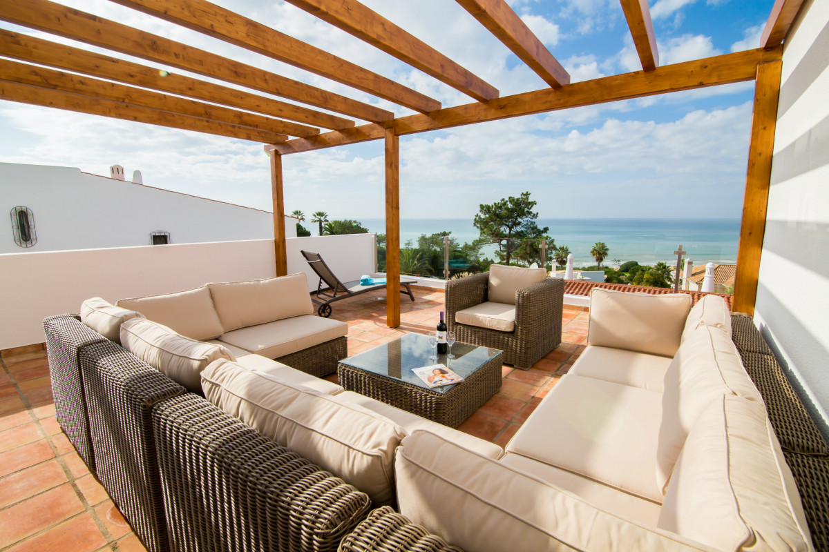 4 Bedroom Modern Villa with Private Pool & Sea Views