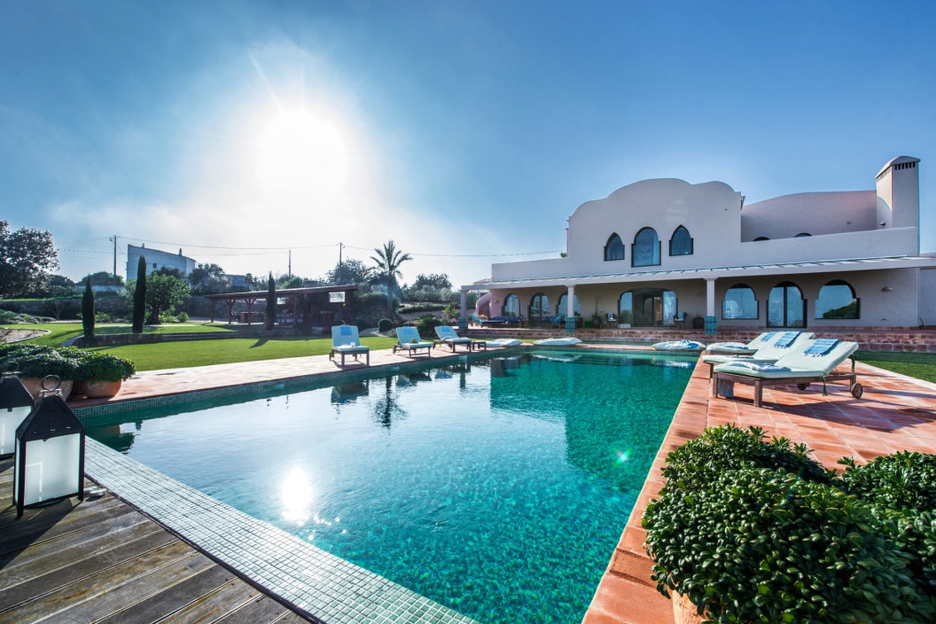 Moorish Themed 6 Bedroom Villa with Large Pool & Sea Views