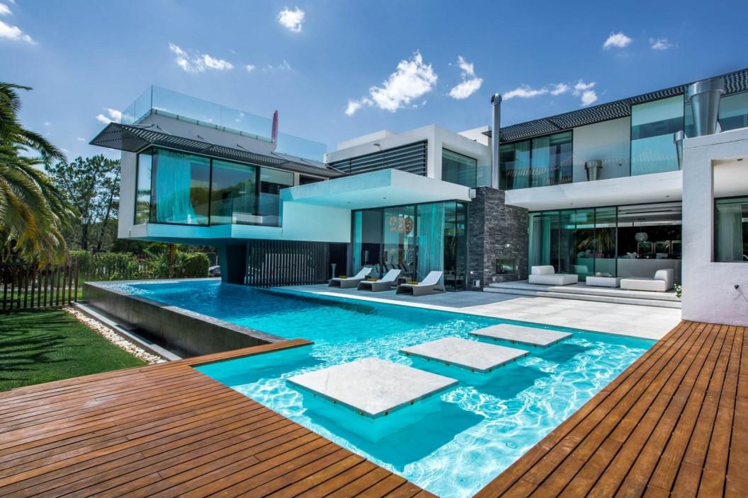 Modern 4 Bedroom Villa with Infinity Pool