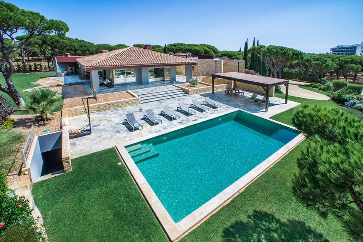Modern 7 Bedroom Villa with Large Pool, Jacuzzi & Sauna