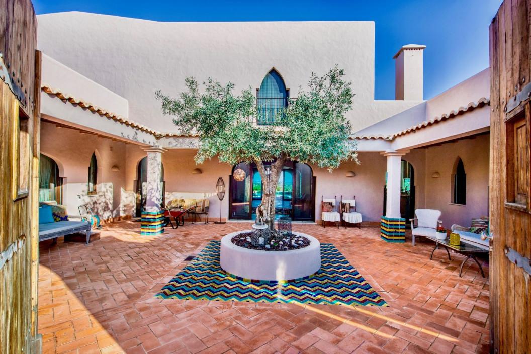 Moorish Themed 6 Bedroom Villa with Large Pool & Sea Views