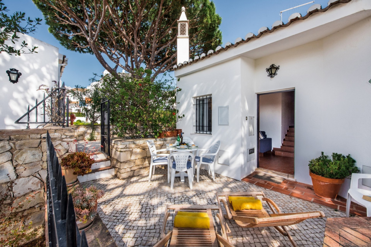 Traditional 2 Bedroom Apartment with Sea Views