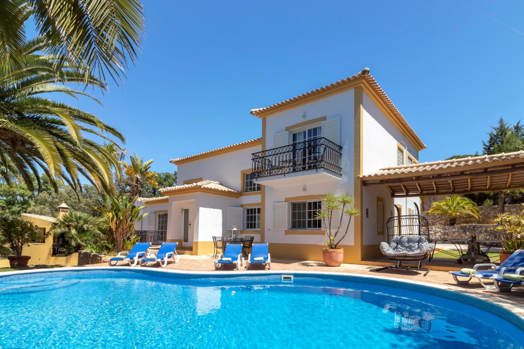 Traditional 4 Bedroom Villa with Private Pool & Table Tennis